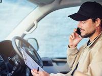 Nebezpeční řidiči dodávek: Za volantem telefonují 35 minut denně, 50 % bez handsfree