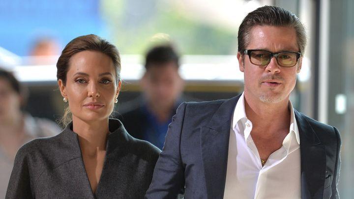 Tvořte podle své umělecké vize, řekl Brad Pitt s Angelinou Jolie designérce. A pak jí nezaplatili