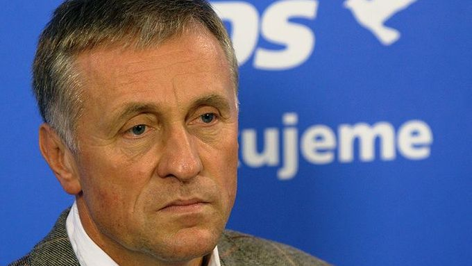 Mirek Topolánek says he may step down as ODS leader.