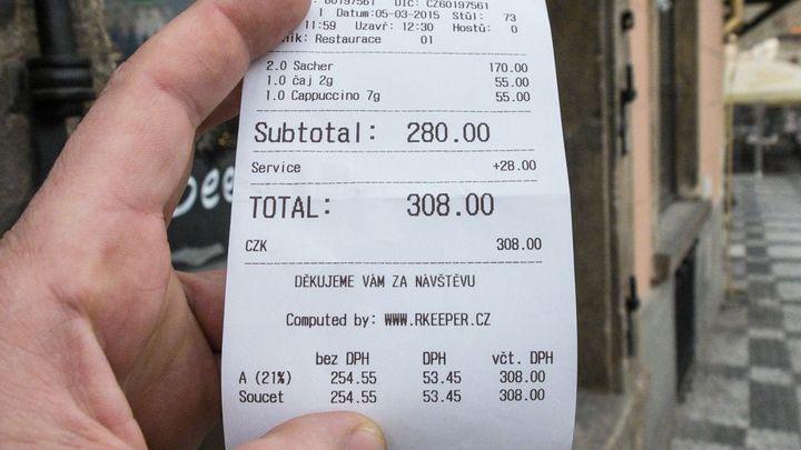 Poplatek za obsluhu? Restaurace si nesmějí připočítat 10 %