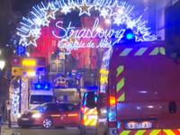 Útočník v centru Štrasburku zabil tři lidi. Je stále na útěku, ale zraněný