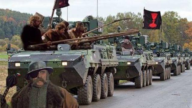 Jako husiti u Tábora. Vojáci s pandury trénovali vozovou hradbu ... b50fdafc04