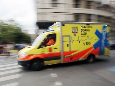 Opilý saniťák zběsile uháněl s pacientem. Měl jsem ústní vodu, vysvětloval policistům