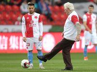 Vršovické derby začal legendární Lála a rozhodl jeden gól. Slavia tak odsunula Spartu