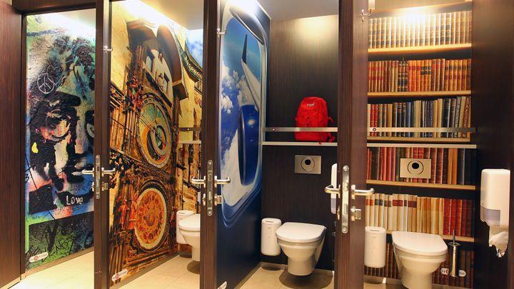 Záchody u dálničních pump ochrání turniket. Vstupné 15 korun