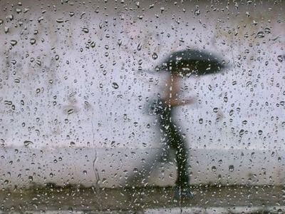 Meteorologové varují před přívalovými dešti a kroupami. Příští týden se ochladí až na 19 stupňů