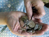 Z důchodu ve stáří nevyžijeme, myslí si většina Čechů. Spoření ale podceňují
