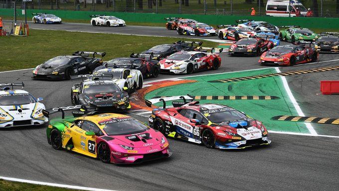 Podívejte se na video z prvního letošního závodu Lamborghini Super Trofeo, který hostila italská Monza.