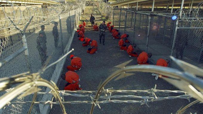 Věznice Guantánamo na Kubě je dlouhodobým problémem Spojených států.