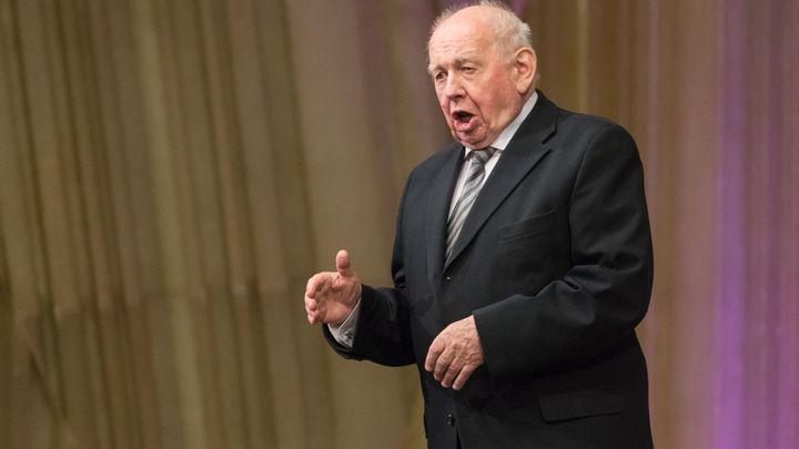 Hlas mi slouží výborně, ale ta paměť! Opernímu pěvci Richardu Novákovi je 85 let a stále účinkuje