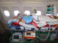 Unikátní pohled do vládního letounu: Luxus politiků vystřídala lůžka intenzivní péče