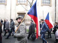 Živě: Vzpomínka na 17. listopad vrcholí koncertem na Václavském náměstí, v ulicích jsou tisíce lidí