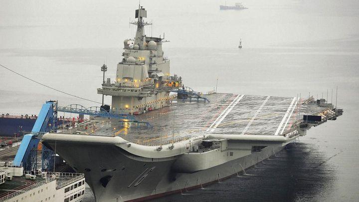Čína chce zvýšit svou námořní sílu, staví letadlovou loď