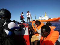 Migranti stále připlouvají, stany jsou všude, nikoho to nezajímá, říká Češka v uprchlickém táboře