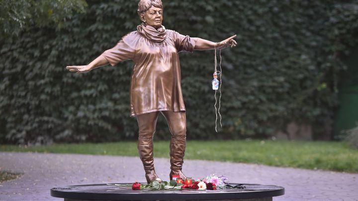 Kritizovanou sochu zpěvačky Špinarové Ostrava zřejmě na jaře prodá v aukci
