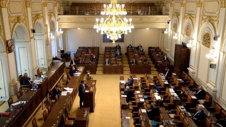 Sněmovna zřejmě zachová 14 volebních krajů, podpořila lidoveckou novelu zákona