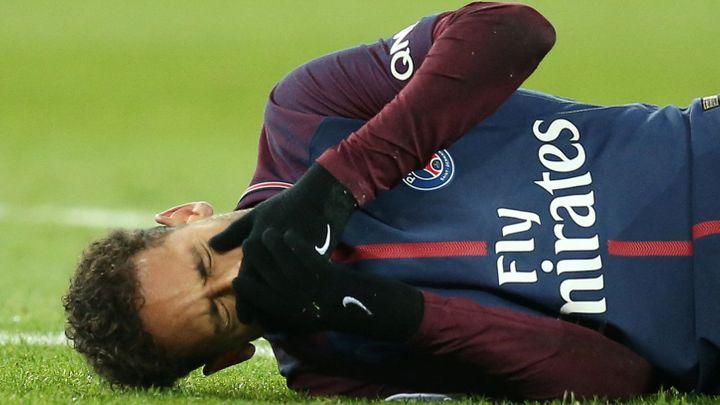 Neymar si zlomil nárt. Musí na operaci a chybět bude až dva měsíce, zmešká i osmifinále Ligy mistrů