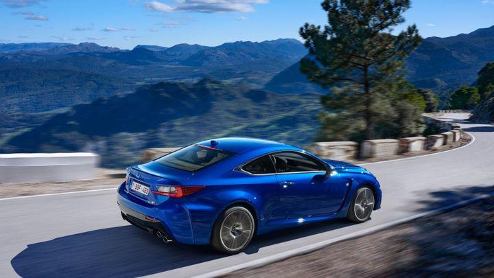 Lexus přiváží na trh nový sporťák. RC F je za 2 145 000 Kč