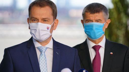 Premiéři Andrej Babiš a Igor Matovič na svém společném setkání v Praze.