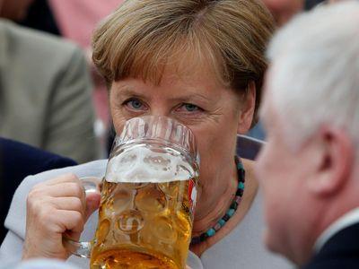 Trump řekl Merkelové za zavřenými dveřmi něco strašného, uvedl diplomat