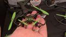 Skyrocket Nano Drone: Na CESu jsou desítky dronů. Nás zaujaly ty od hračkářské firmy Skyrocket, které se chystají i do Česka. Nejlevnější malá poletucha přijde asi na tisíc korun a nepotřebuje ani telefon s mobilní aplikací, v balení je jednoduchý ovladač.