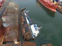 Jeřáb se v polském přístavu zhroutil na loď a potopil ji