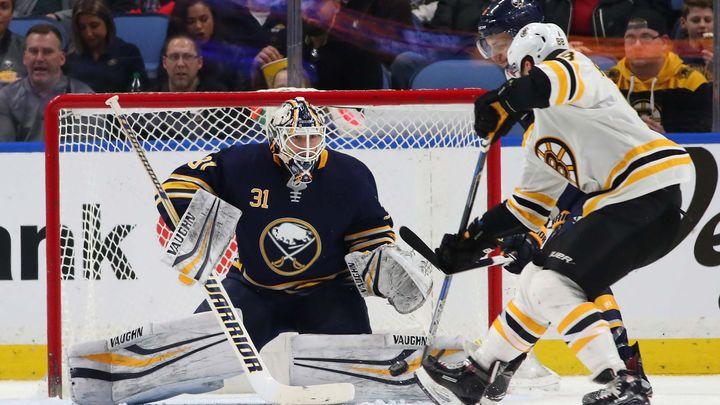 Pastrňák v NHL znovu bodoval, Boston ale prohrál na ledě slabého Buffala 1:4