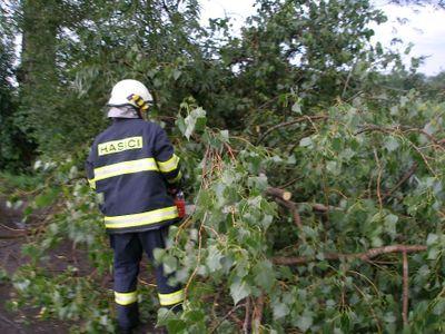 Bouřky se prohnaly Českem. Tisícovky domácností jsou bez elektřiny