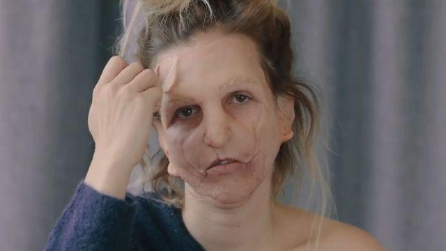 Tamara Klusová si nechala zamaskovat obličej pro Víc srdcem než očima.