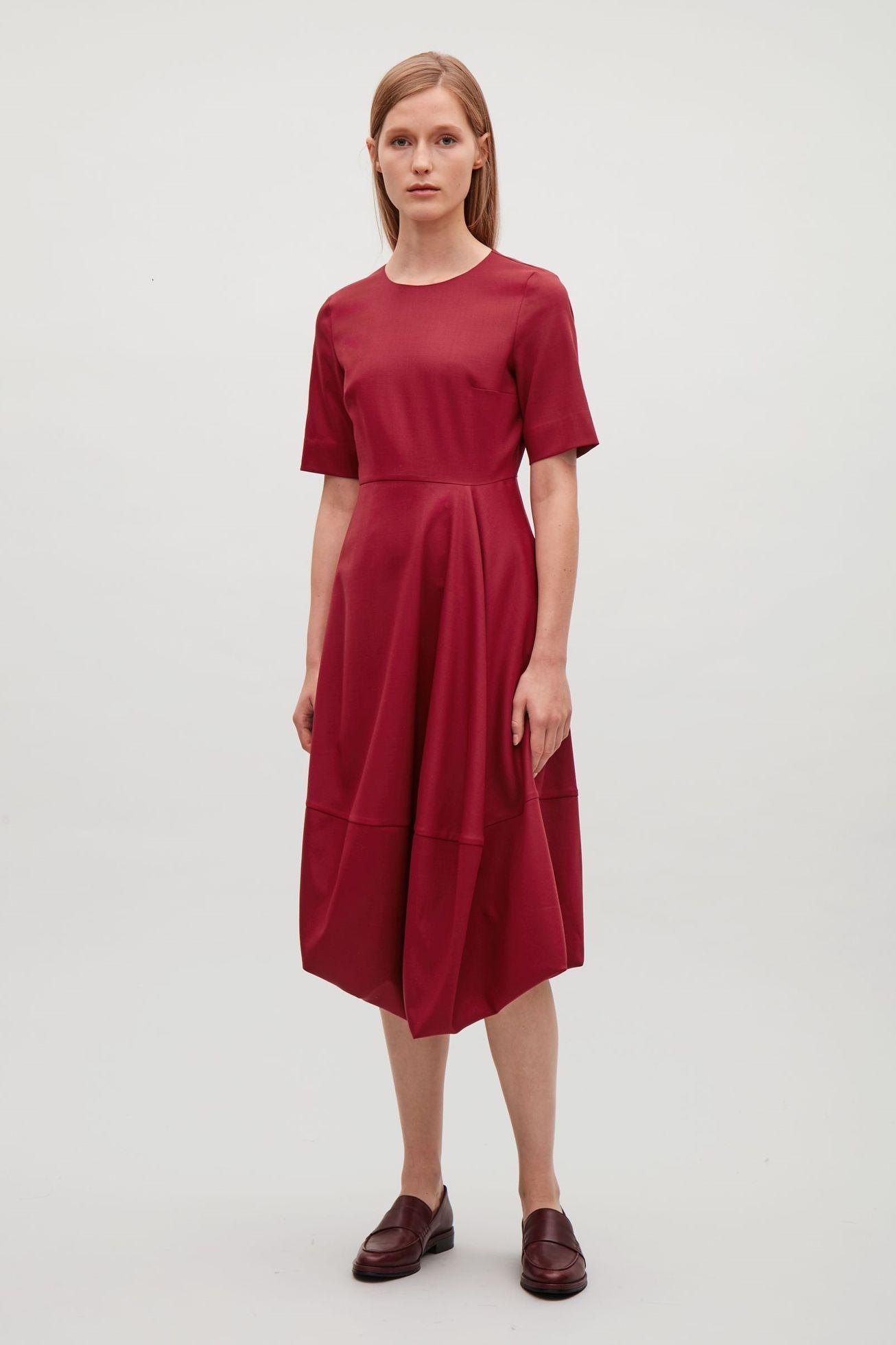 Co si vzít na vánoční večírek  Absolutním hitem jsou červené šaty. 6 26  Prohlédnout znovu Zavřít galerii. šaty e68ad1508a