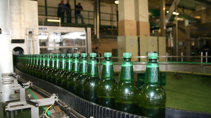 Pivo z plastu láká stále více lidí, má už přes desetinu trhu