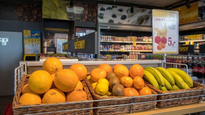 Na dalších čerpacích stanicích budou prodejny s potravinami. Šetří to čas, říkají zákazníci