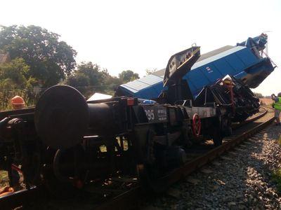 Na trati u Vnorov vykolejila lokomotiva na stejném místě, kde minulý týden havaroval nehodový vlak