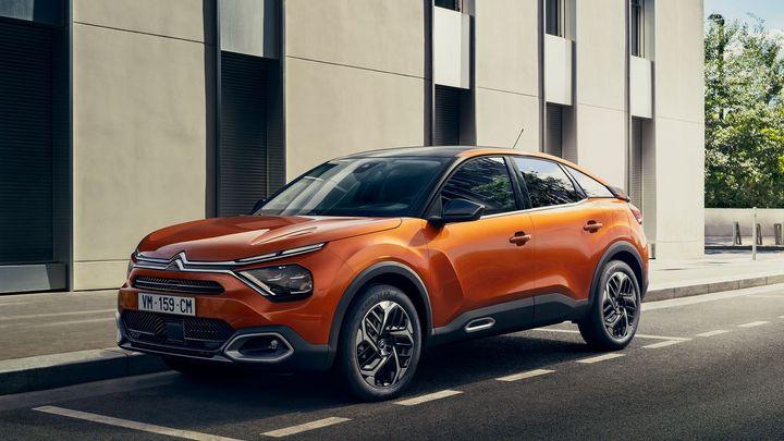 Francouzská odpověď na Golf a Scalu. Citroën C4 vypadá jako SUV, jezdí i na elektřinu