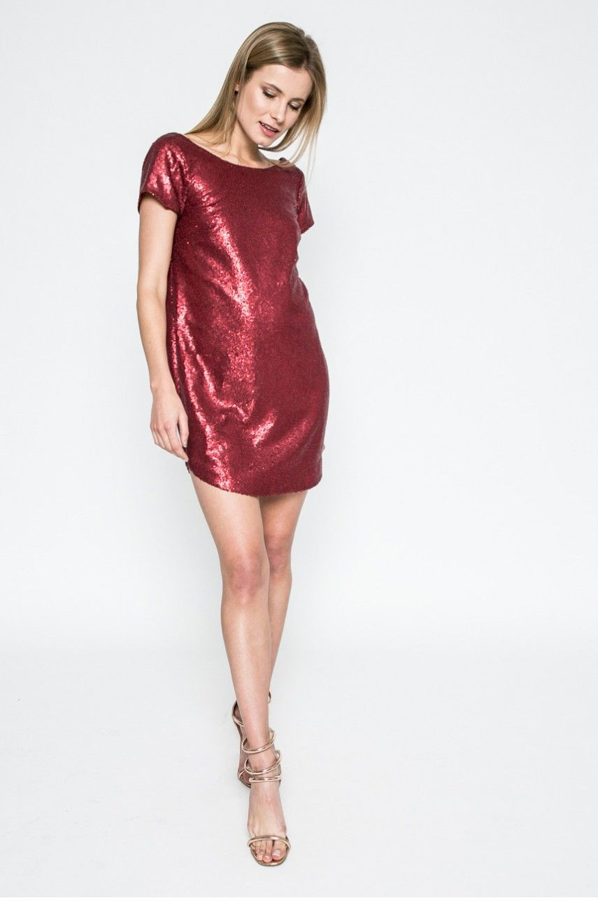 Co si vzít na vánoční večírek  Absolutním hitem jsou červené šaty. 24 26  Prohlédnout znovu Zavřít galerii. šaty 4af932f5ac