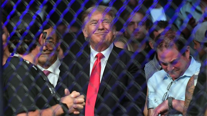 Trump jako komentátor. Bývalý prezident USA doprovodí Holyfieldův návrat do ringu; Zdroj foto: Reuters