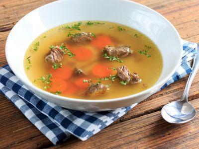 Vývar jako od babičky. Recepty na polévku, která posílí imunitu a postaví vás na nohy