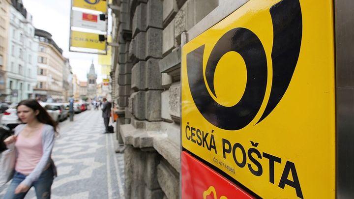 Česká pošta má o pětinu menší zisk, doručuje stále méně
