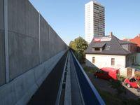 Protihluková stěna u magistrály naštvala místní. Nechceme betonové ghetto, říkají