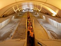 Při cestování metrem se připravte na komplikace. Začínají další opravy stanic i eskalátorů
