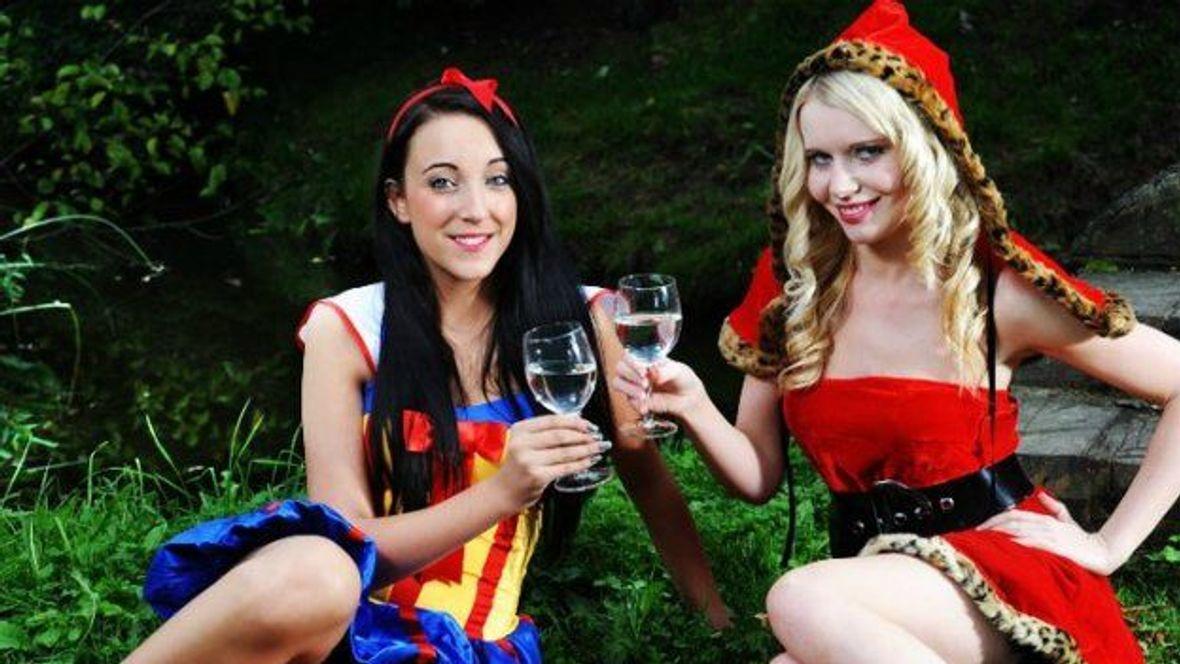 48218977dd SEXY KOSTÝM  Oblékni se originálně na Valentýna i karneval ...