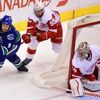 NHL: Detroit Red Wings vs. Vancouver Canucks (Mrázek, Kronwall, Prust)