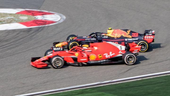 Video: Udělal jsem chybu, přiznal Verstappen. Vettelovi si po kolizi omluvil
