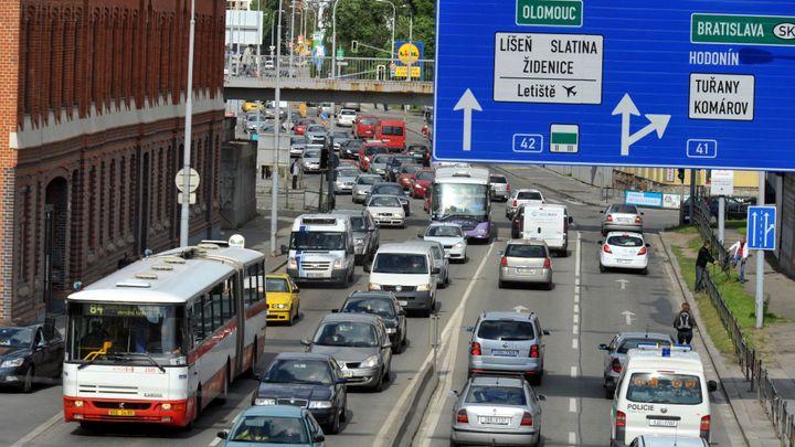 S náklaďákem do centra Brna nově jen za peníze. Město chce omezit ničení vozovky