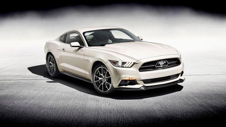Ford Mustang slaví 50 let. Vozů ze speciální edice bude 1964