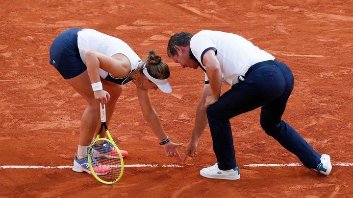 Zděšená Evertová se bála, že sudí Krejčíkovou okrade o finále. V šoku byl i Murray; Zdroj foto: Reuters