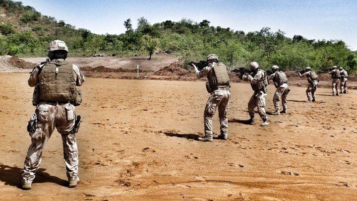 Vláda schválila vyslání desítek vojáků do Mali, Nigeru a Čadu