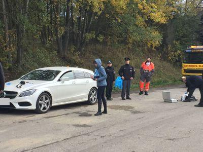 Policie pátrá po útočníkovi, který napadl u Ševětína řidiče mercedesu. Krvácející muž dokázal ujet