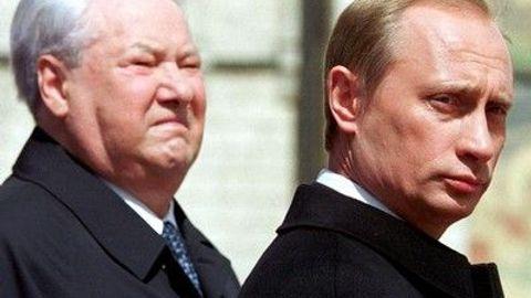 Demokracie většině Rusů příliš nechybí. Jednak se stačila v Jelcinově éře zdiskreditovat, jednak schází demokratická tradice, na kterou by se dalo navázat.