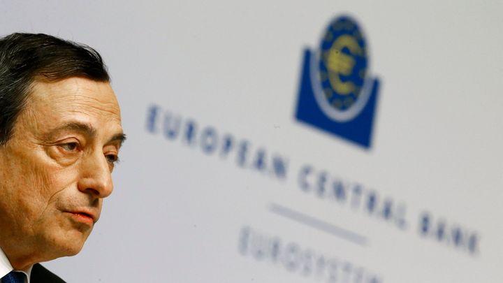 Euro padá, vlády si v reakci na kroky ECB půjčují levněji